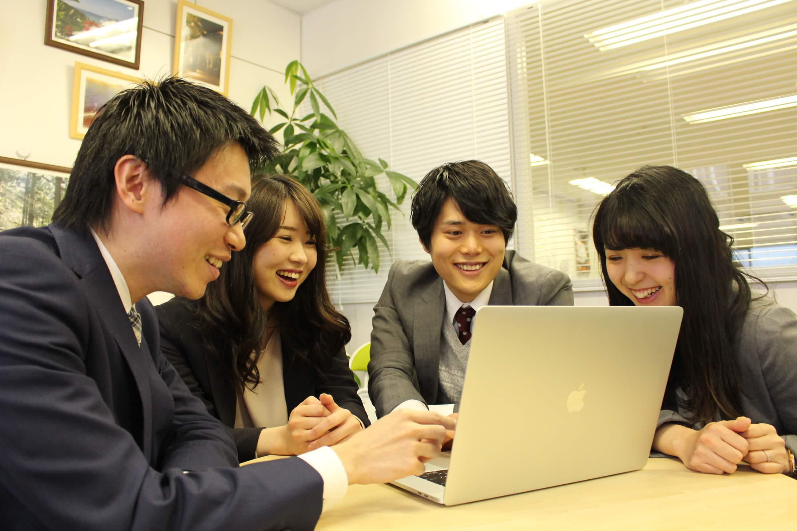 2018年度新卒採用サイト | 株式会社グローアップ